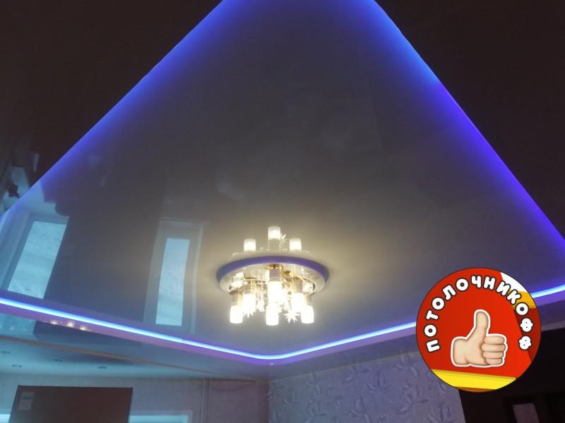 Двухуровневый натяжные потолки с диодной лентой